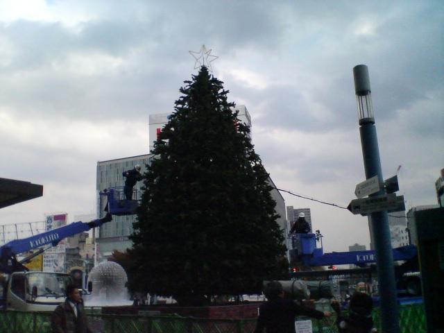 岡山駅前のクリスマスツリー