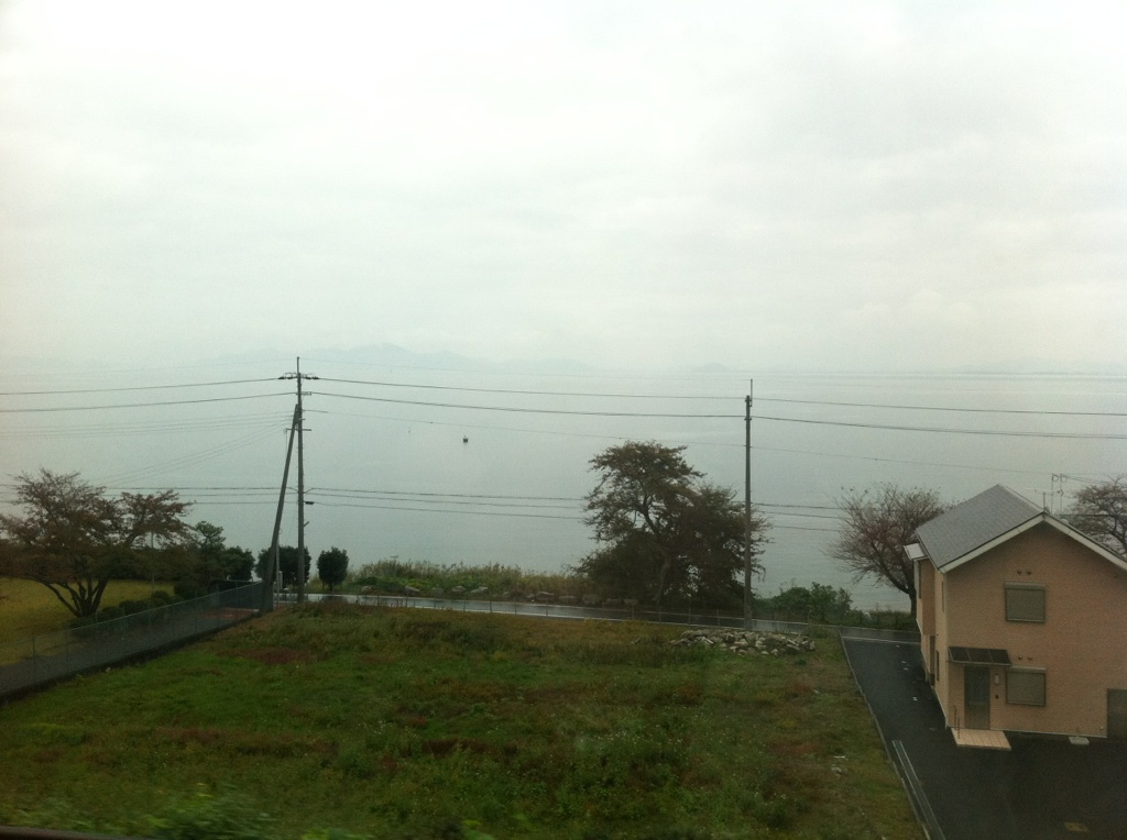 琵琶湖沿い、なう