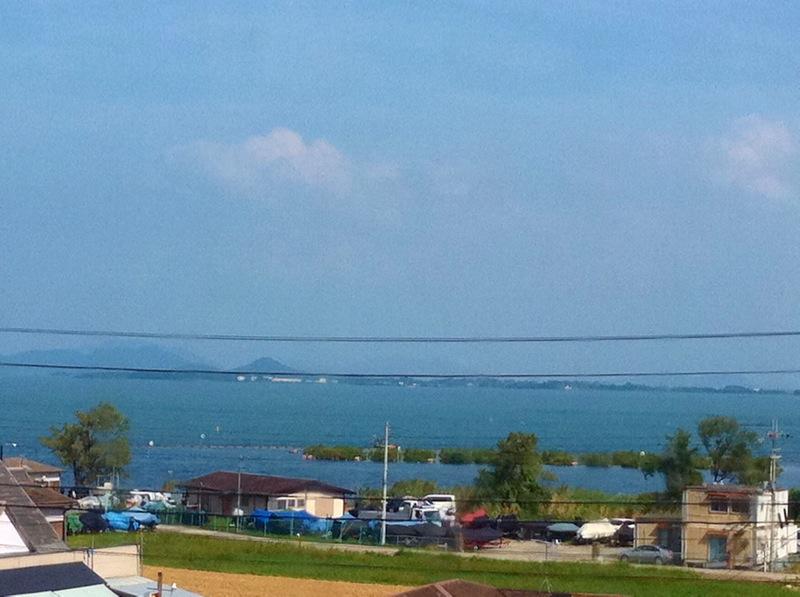 サンダーバードから見る琵琶湖